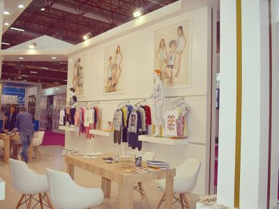 Exhibition Stand Clothes : Brix wooden exhibition stand application İstanbul fashion kids